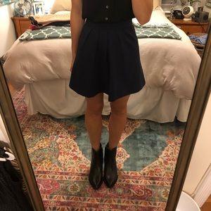 Navy pleated high-waisted skirt
